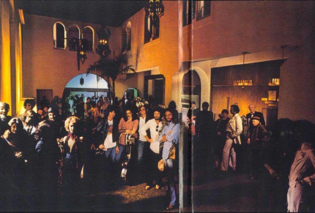 Capa interna do álbum Hotel California