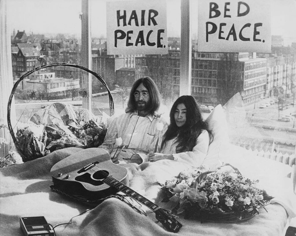John Lennon e Yoko Ono bed-in