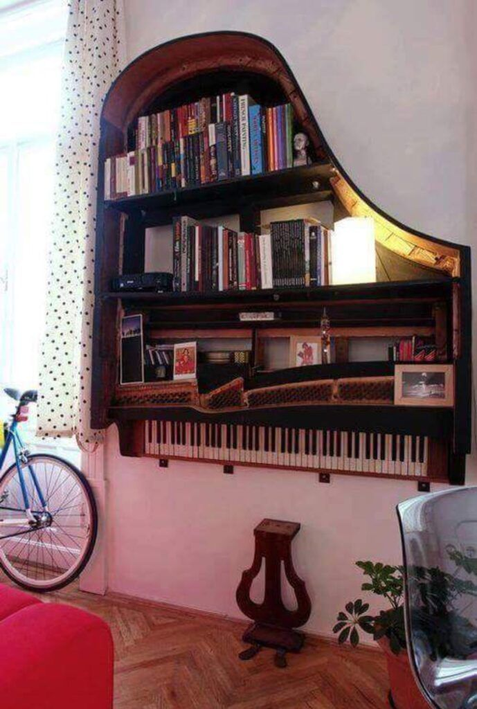 Estante feita com piano