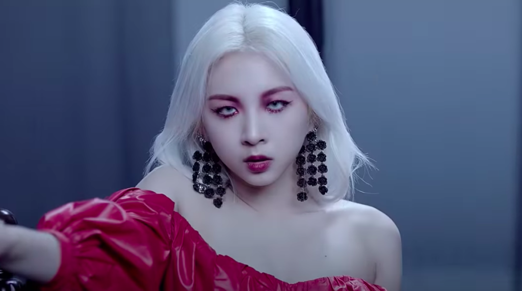 Jiwoo, integrante do grupo de k-pop KARD