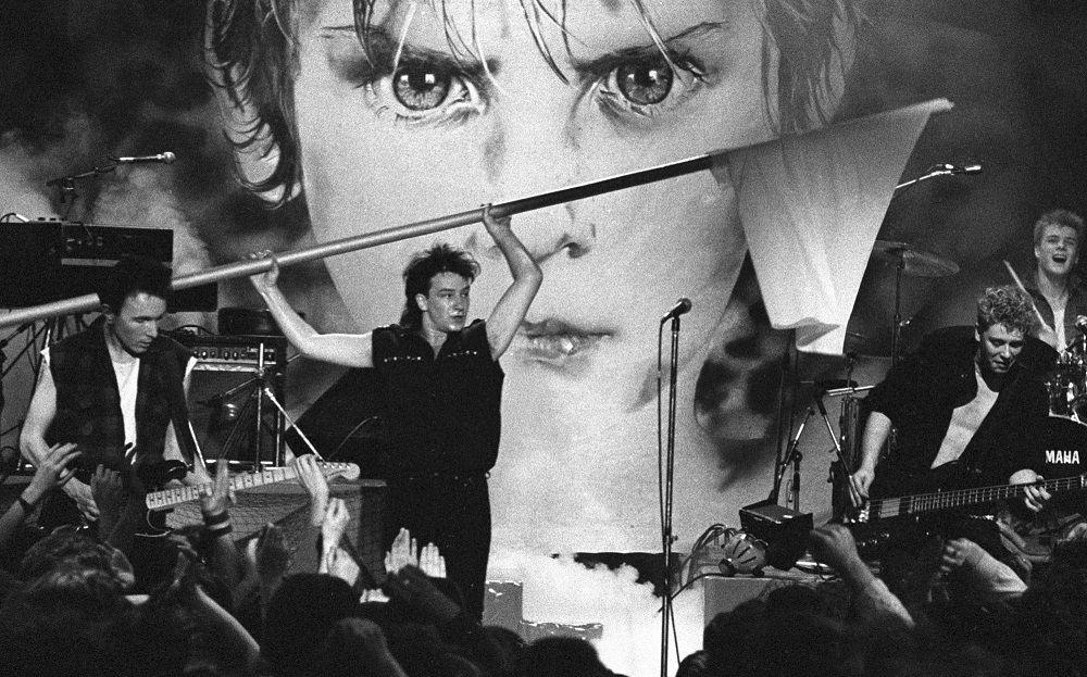 Bono Vox em show do U2 ao som de Sunday Bloody Sunday