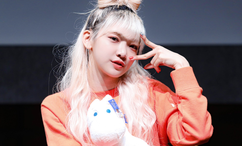 Onda, integrante do grupo de k-pop EVERGLOW