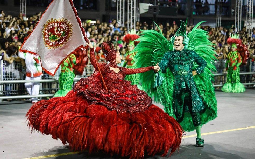 Desfile da escola Mocidade Alegre em 2019