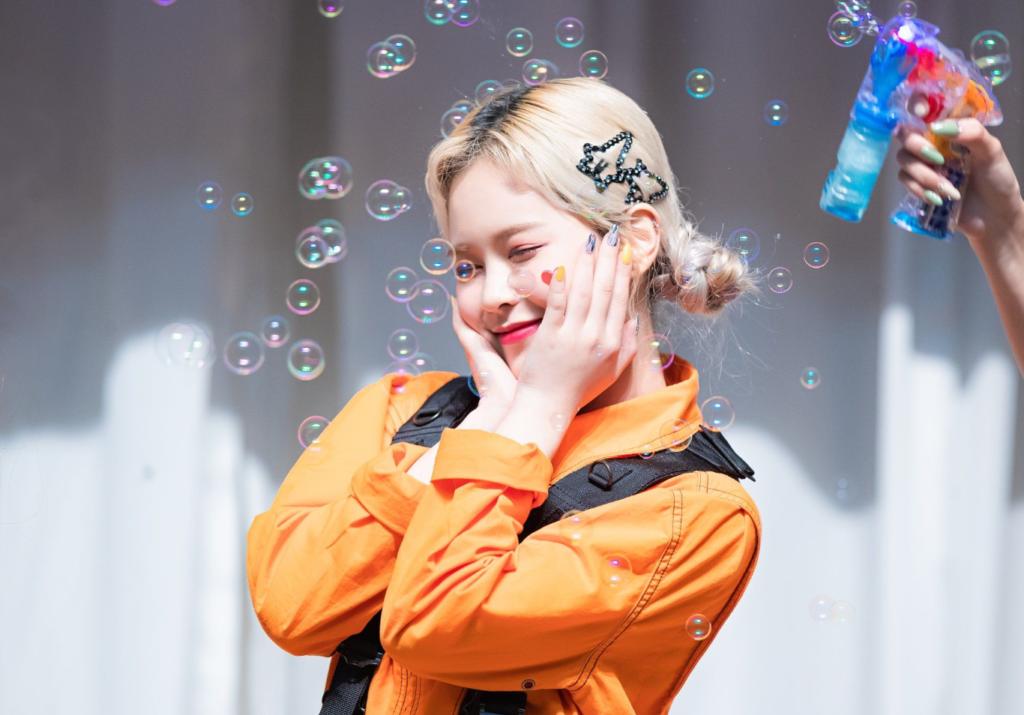 E:U, integrante do grupo de k-pop EVERGLOW