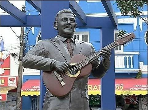Estátua de Teddy Vieira