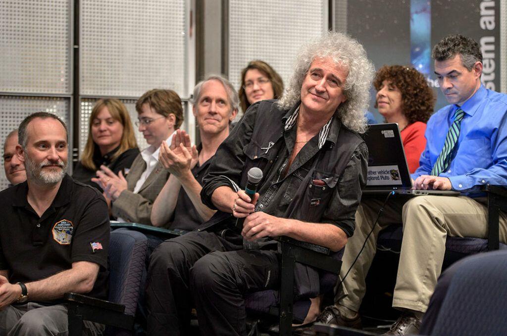 Brian May em conferência da NASA