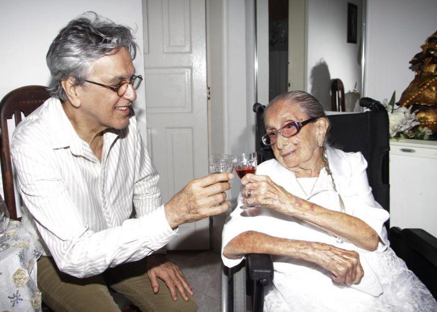 Caetano Veloso e Dona Canô