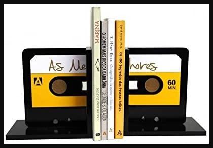 Aparador de livros em formato de fita cassete