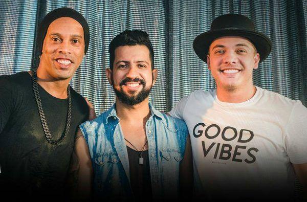 Ronaldinho Gaúcho, Dennis DJ e Safadão: trio para arrasar na balada (Reprodução/Facebook)