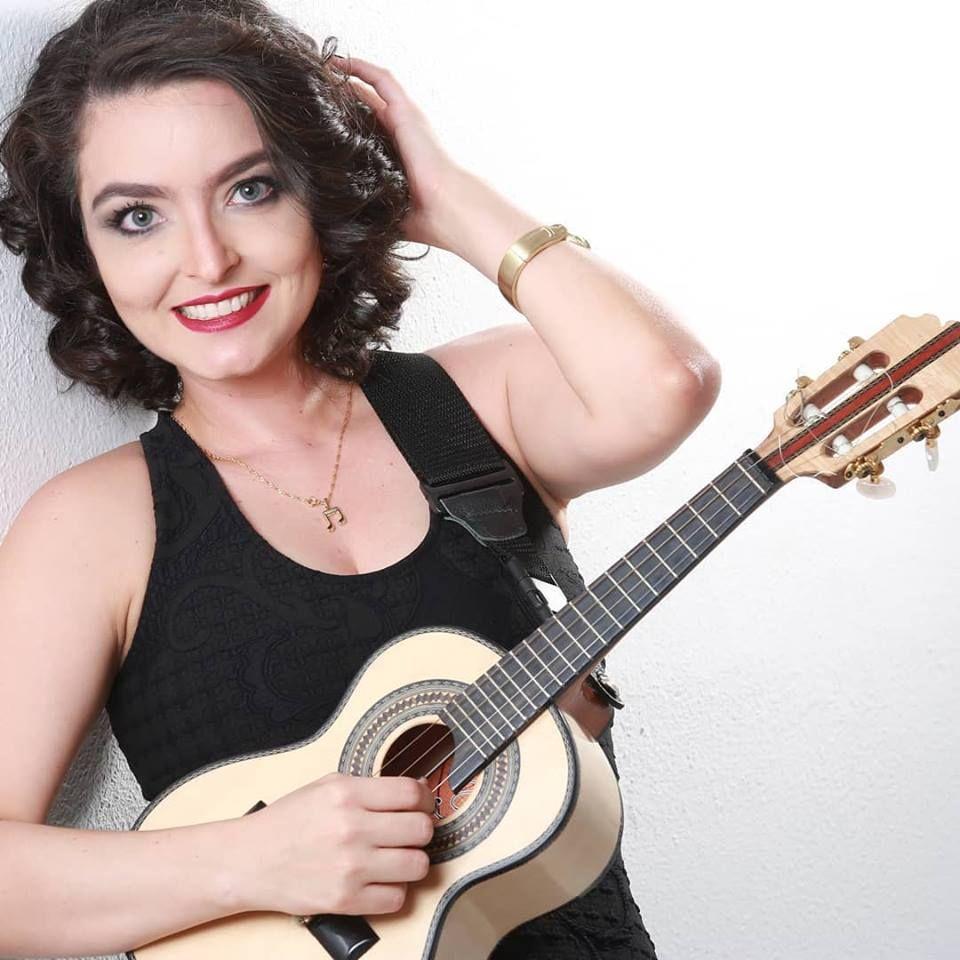 Carol Cunha é destaque na MPB