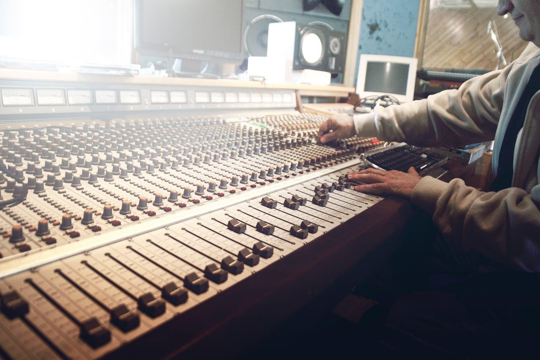 Se o produtor musical for o produtor fonográfico, você deixa de ser o dono de sua música