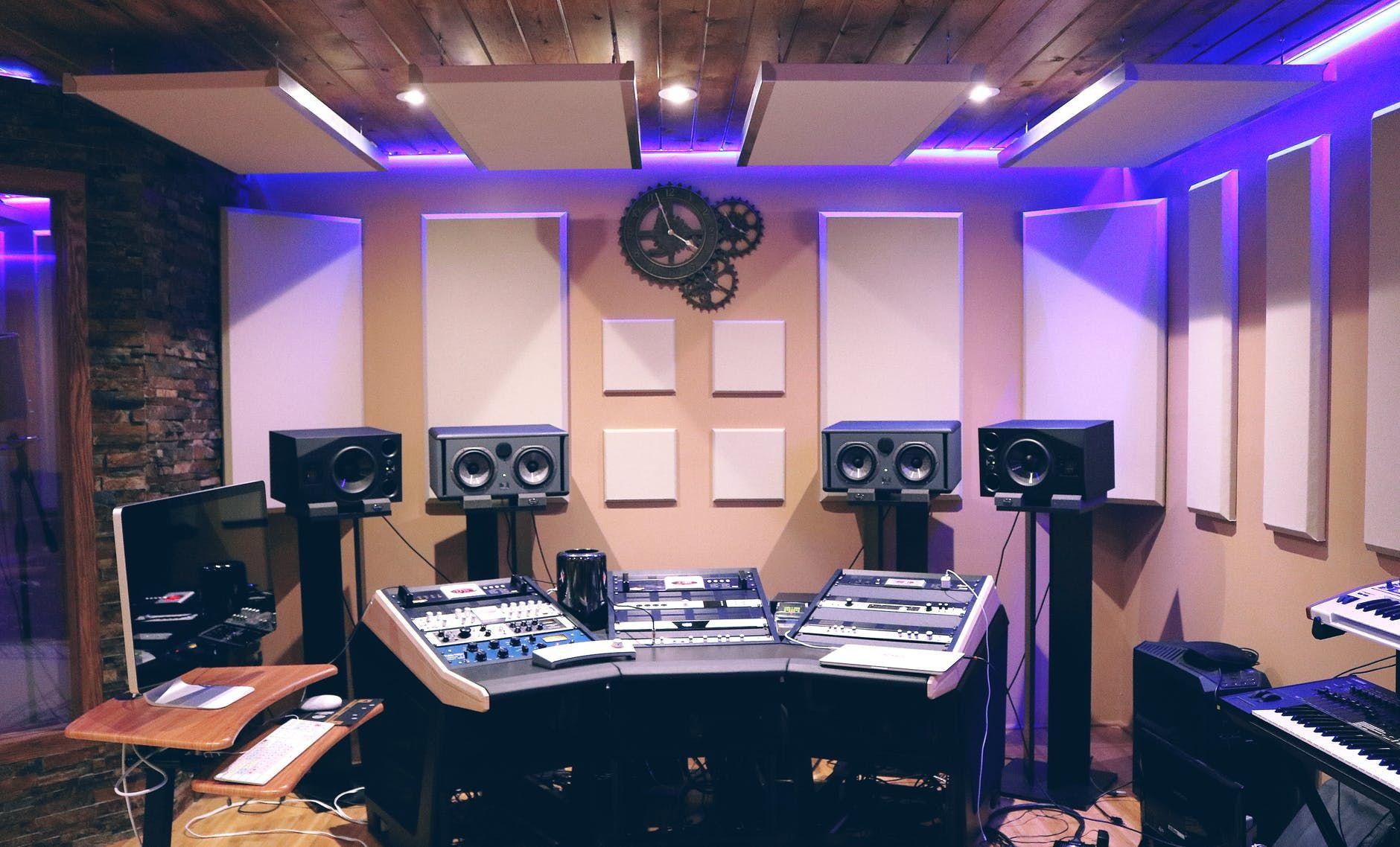 O trabalho de uma banda envolve muito mais do que só fazer um som no estúdio