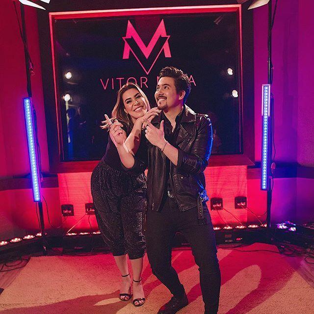 Vitor Maia canta com a diva Naiara Azevedo