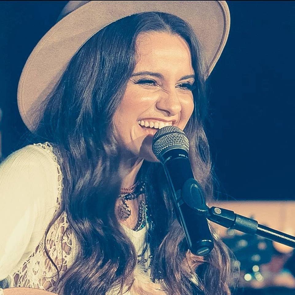 Bruna Pinheiro é um artista de música pop