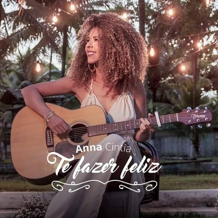 Anna Cintia lança EP solo