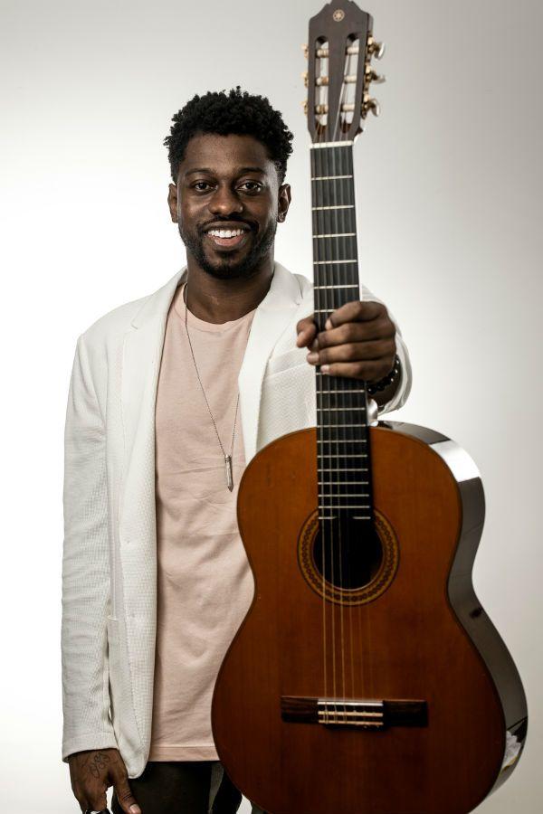 Diney é um cantor e compositor de sambas
