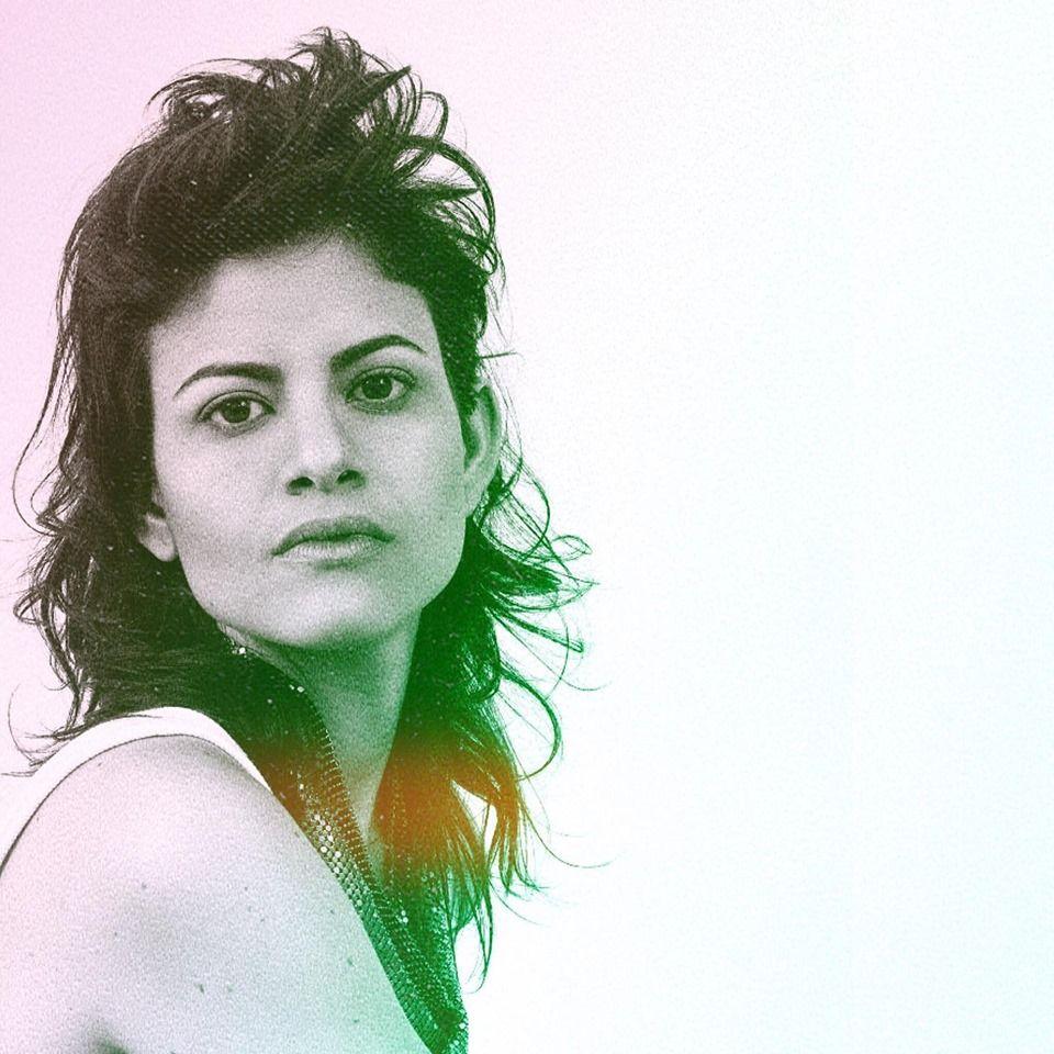 A cantora Joana Bentes é força feminina na música independente
