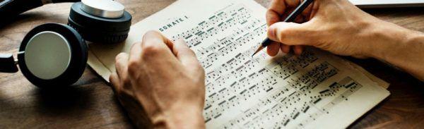 Saber escrever e ler partituras é bom para os processos de composição