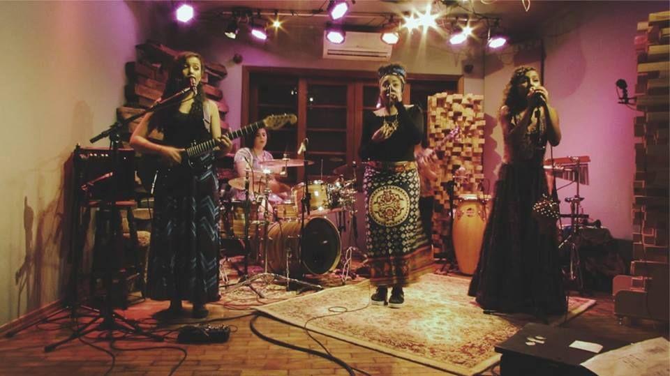 Banda Souela, durante apresentação ao vivo