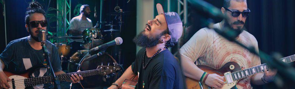 Membros da banda Refinaria durante uma performance ao vivo
