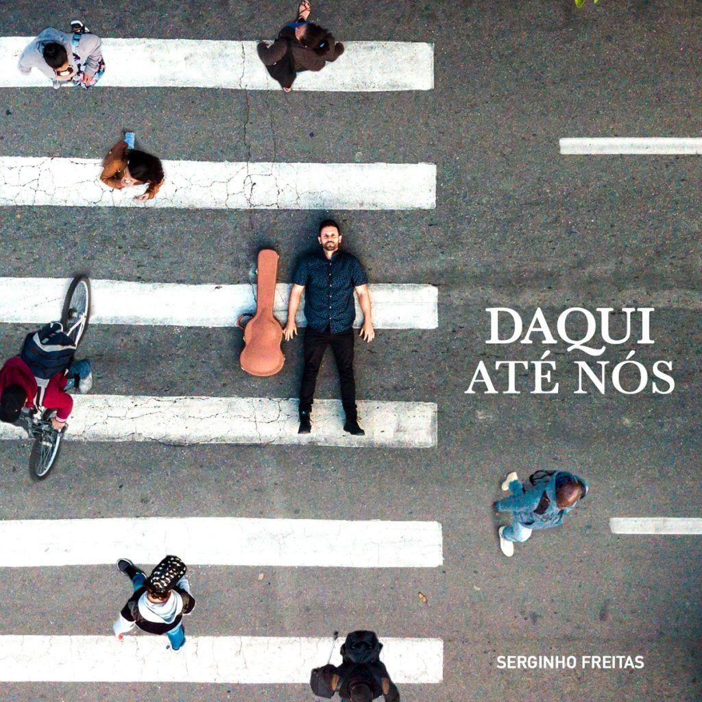 Capa do disco Daqui até nós, de Serginho Freitas