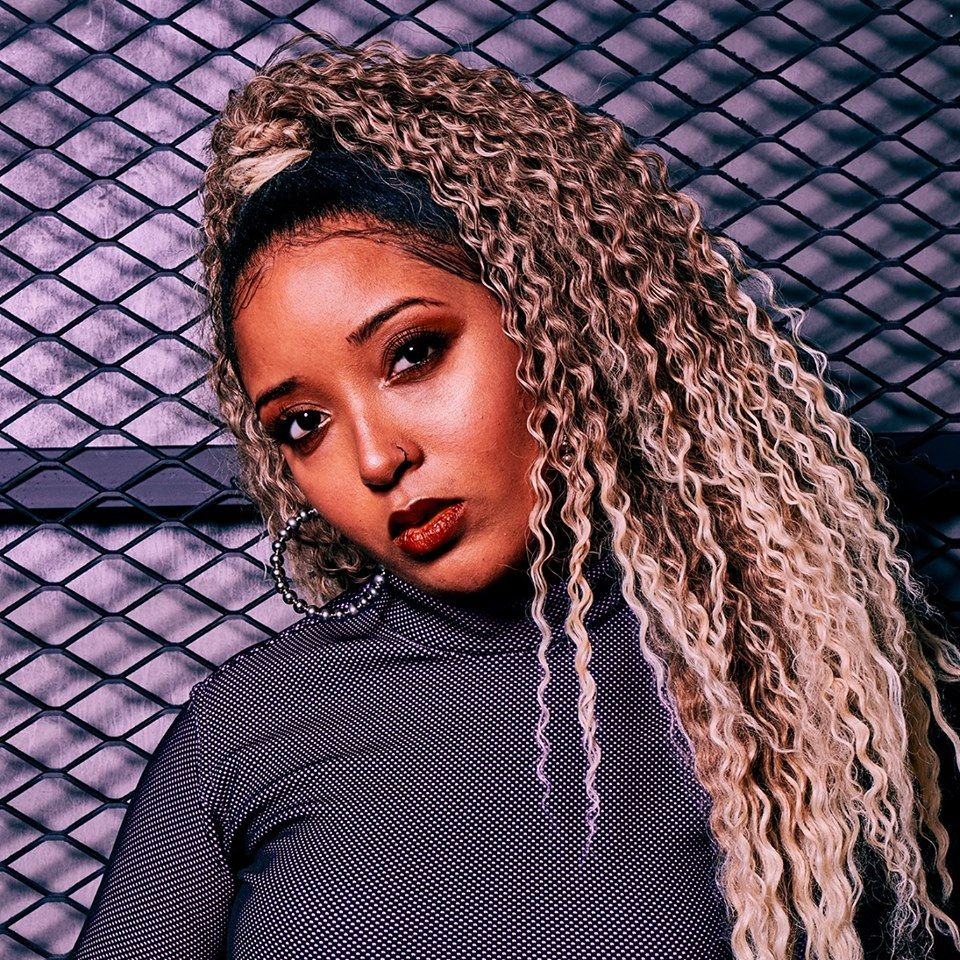 Nêssa é uma cantora de música pop