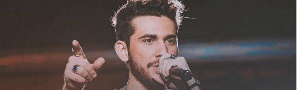Gustavo Mioto canta durante a gravação do DVD Ao Vivo em Fortaleza