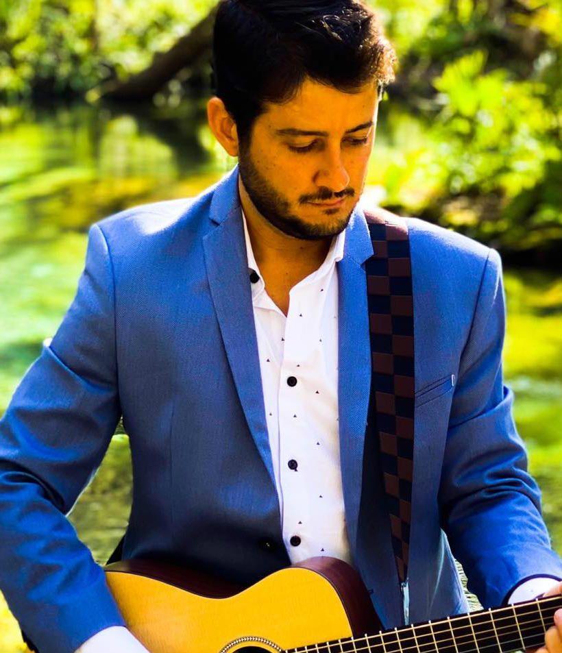 O músico baiano Gabriel Lunelli é sensação do folk brasileiro