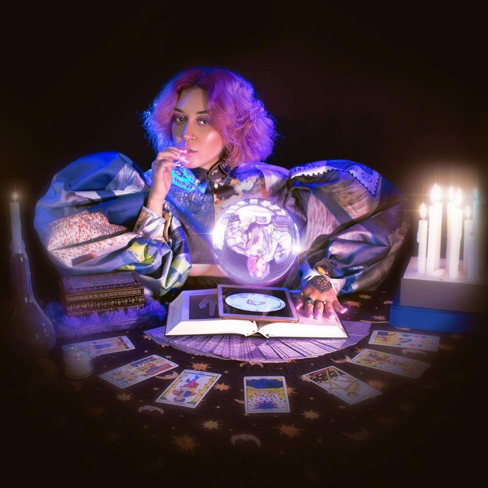 Imagem de divulgação de Mapa Astral, novo single da Clara Tannure