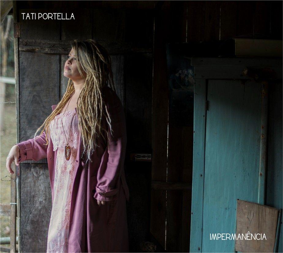 Capa de Impermanêcia, disco solo de estreia de Tati Portella