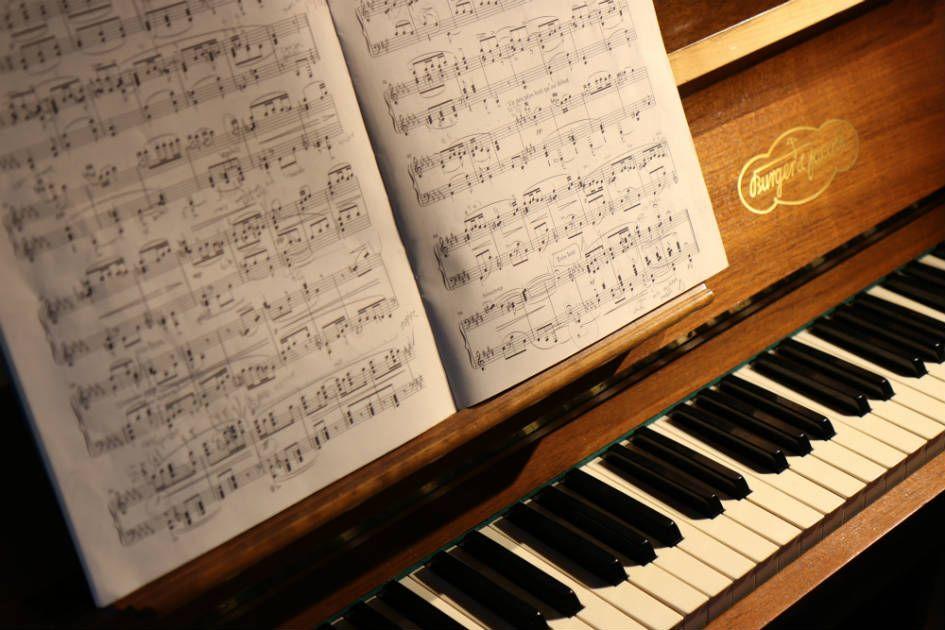 O piano é um instrumento ideal para um curso de harmonia