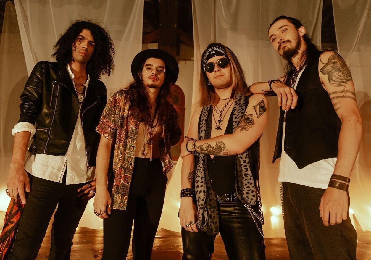 Membros da banda minera Electric Gypsy, durante gravação do clipe Roundabout
