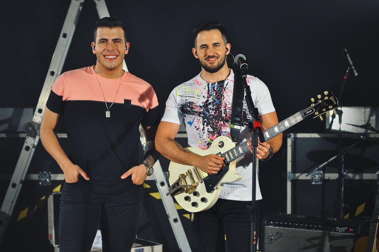 Dupla Vitor e Cadu lança single, Coração no Bolso