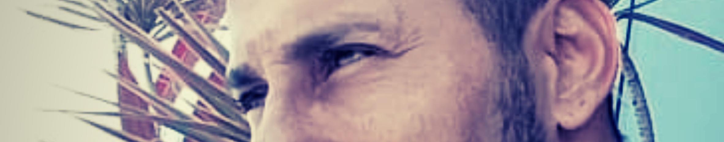 Imagem de capa de ADRIANO A VOZ ENVOLVENTE