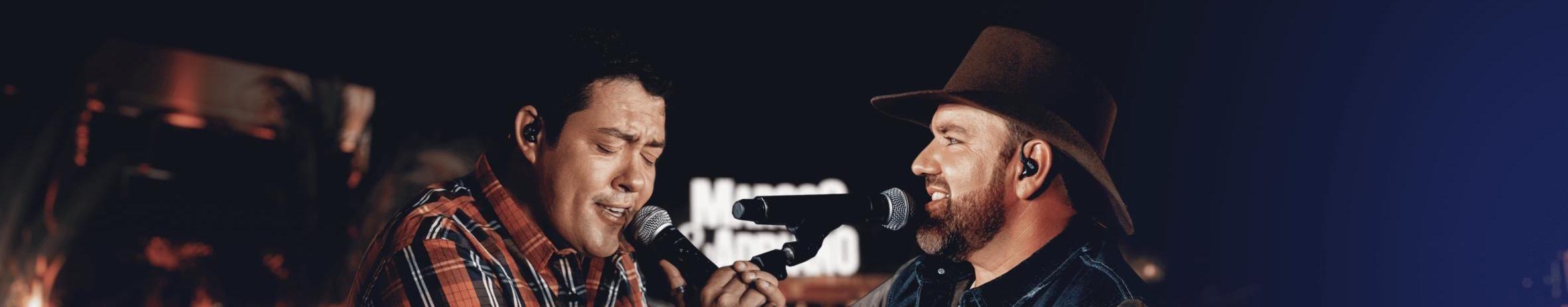 Imagem de capa de Marcos & Adriano