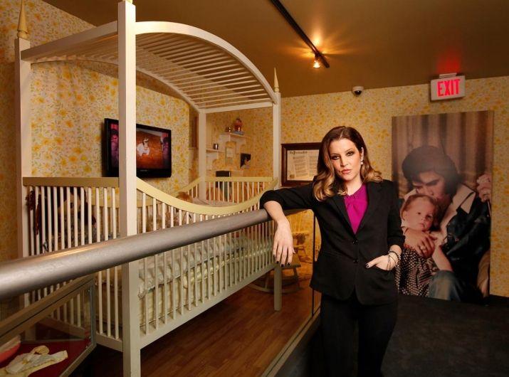 lisa marie presley fotos 29 fotos letras com. Black Bedroom Furniture Sets. Home Design Ideas
