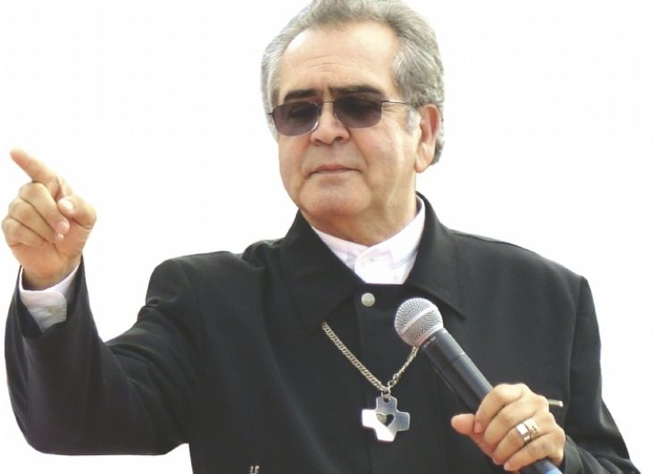 Padre Zezinho Fundo Branco
