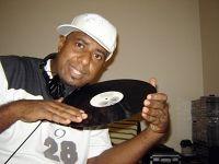 DJ Robson Leandro