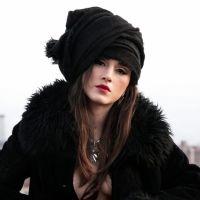 Lia Paris