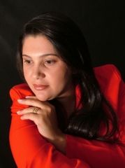 Simone  De Castro